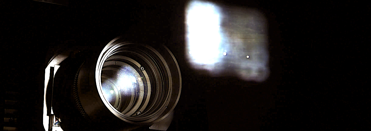 Barco_lens_with_light